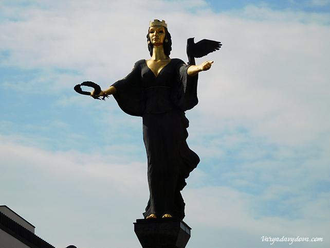 Статуя Софии