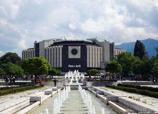 Национальный дворец культуры в Софии или НДК