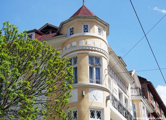 "Желтый дом на ул. ""Граф Игнатиев"" 33"