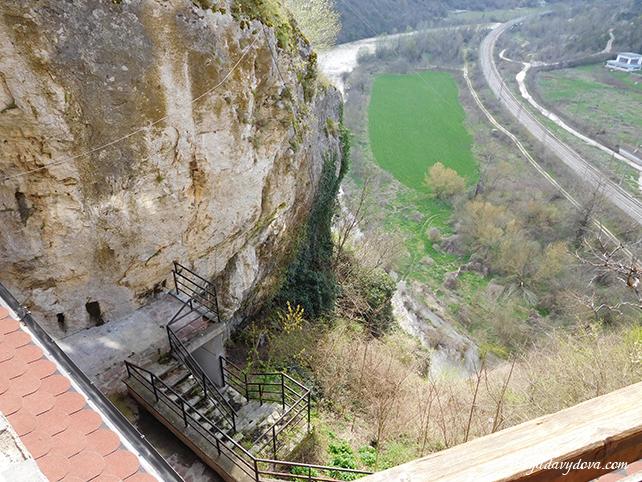 Пещерный дом